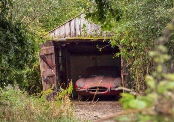 s_jaguar_in_the_garage_02