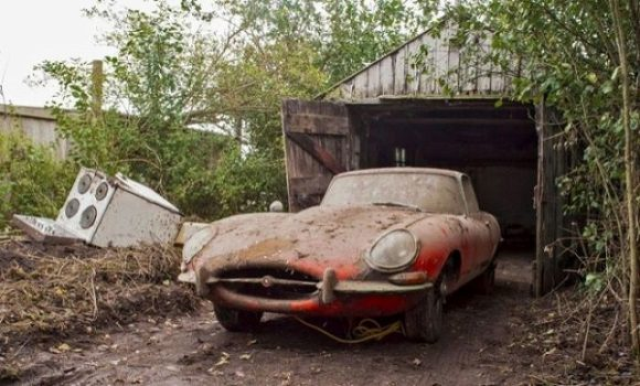 s_jaguar_in_the_garage_06