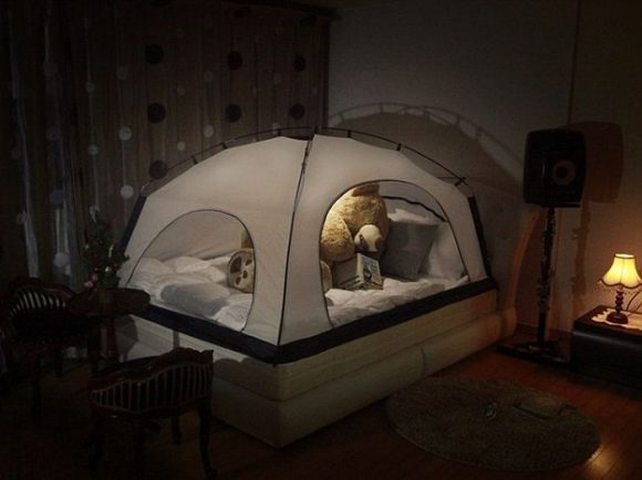 putting_a_tent_over_your_bed_02