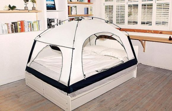 putting_a_tent_over_your_bed_05