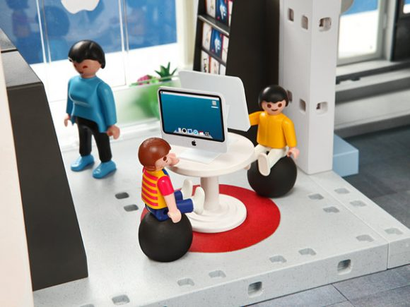 apple_store_version_playmobil_05